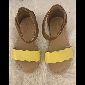 Old Navy toddler tan and yellow sandals